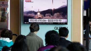 Haberleri izleyen Koreliler