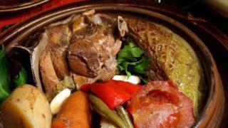 波黑美食 - 波斯尼亞 lonac 燉鍋(圖片來源:Ladi Kirn/Alamy)