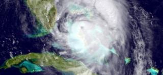 キューバ北西から米フロリダ州に向かうハリケーン「マシュー」の衛星画像(6日、米海洋大気庁提供)
