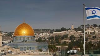 Флаг Израиля на фоне Иерусалима