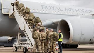 Британские военные прибыли в Эстонию на самолете Королевских воздушных сил Voyager