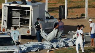 Perícia retira corpos de Penitenciária Estadual de Alcaçuz