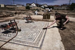 В древнеримском поселении были обнаружены хорошо сохранившиеся мозаики