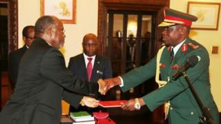 Rais Magufuli amkaribisha Ikulu Jenerali Venance Mabeyo