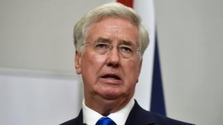 Британские военные иснтрукторы останутся в Украине до 2018 года, сообщил министр Фэллон