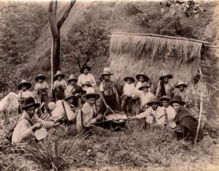 Peones almorzando en el departamento de Cundinamarca