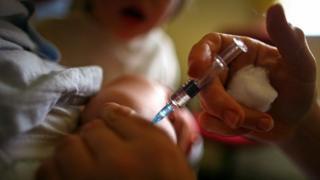 aşı olan çocuk