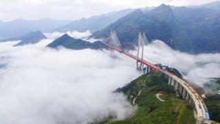 El puente Beipanjiang, en las montañas del sur de China