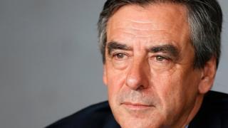 L'ancien Premier Ministre français François Fillon, faisant face à une campagne de défections, maintient sa candidature à la présidentielle