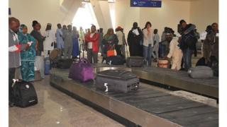 Pendant la fermeture de l'aéroport, tous les vols en provenance et à destination d'Abuja étaient redirigés vers la ville de Kaduna, à 220 km plus au nord.