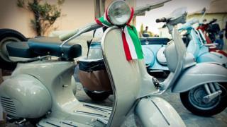 Moto con bandera de Italia
