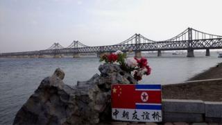 중국은 북한에 압박을 가하면서도 우호적인 관계를 유지해야한다.