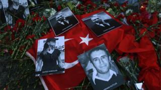Мемориал погибшим в стамбульском клубе