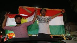 بعض الأكراد يحتفلون بنتيجة الاستفتاء في أربيل
