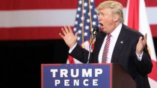 Donald Trump Florida'da yaptığı bir konuşma sırasında