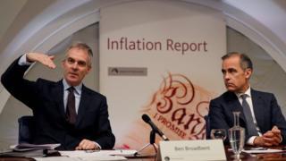 英格蘭銀行副行長本·布洛德本特(Ben Broadbent)與行長馬克·卡尼(右)