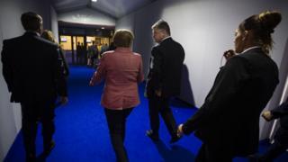 Порошенко обсудит с Меркель Донбасс