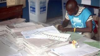 Dans un communiqué, l'organe chargé d'organiser les élections soutient qu'il lui faut au moins 504 jours pour boucler toutes les procédures en vue de tenir les élections.