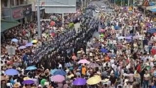 lines of riot police surrounded by residents on a street in China, received by BBC Chinese on 03/07/2016