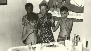 Marília Guimarães con sus hijos