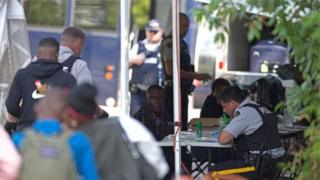 Канадская полиция проверяет просителей убежища на границе США и Канады