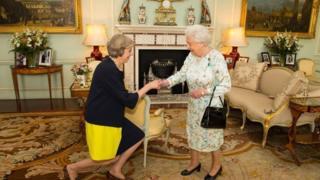Theresa May em audiência particular com a rainha Elizabeth 2ª