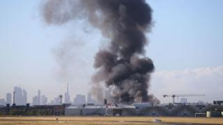Дым на месте падения самолета