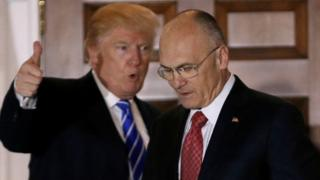 Donald Trump (L) and Andy Puzder in 19 November 2016