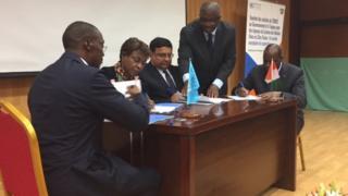 Des représentants de l'ONU et de la Côte d'Ivoire ont signé un accord en vue de la fin de l'ONUCI en juin 2017.