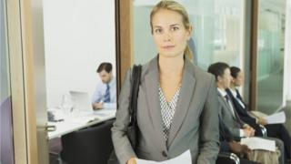 Mujer antes de una entrevista de trabajo