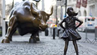 """Wall Street meydanındaki """"korkusuz kız"""" heykeli"""