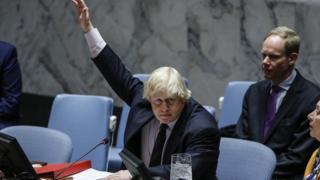 Johnson elini kaldırıyor BM