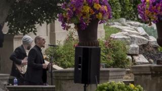 Честер Беннингтон на похоронах Криса Корнелла