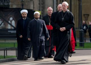 Faith leaders Archbishop of Canterbury Justin Welby (R), Chief Rabbi Ephraim Mirvis (2R), chief Imam from the London Central Mosque Sheikh Ezzat Khalifa (2L), Islamic scholar Sheikh Mohammed Al-Hilli (L) and Archbishop of Westminster Cardinal Vincent Nichols (C) arrive for a service outside Westminster Abbey