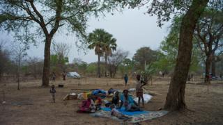 Des soudanais du sud continuent de fuir le pays en direction des pays voisins