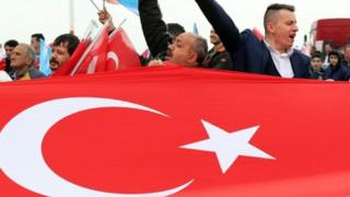Magoya bayan firaministan Turkiyya Recep Tayyib Erdogan sun ce samun nasararsu a zaben za sa a samu zaman lafiya sosai