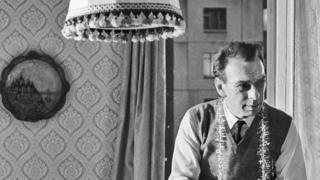 """Кадр из фильма """"Зонтик для новобрачных"""", 1986 год"""