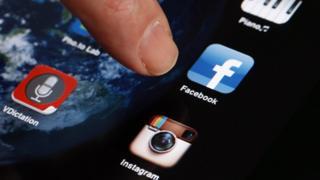 логотипы инстаграмма и фейсбука
