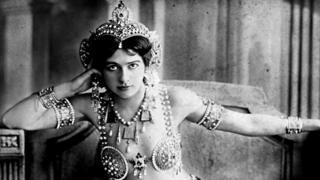 Retrato de Mata Hari del estudio de fotografía Reutlinger en París