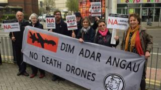 Protest Cymdeithas y Cymod yn erbyn ffair arfau Caerdydd yn 2017
