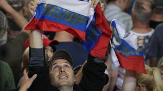 Трампнинг айрим мухлислари Россия байроқлари билан келган