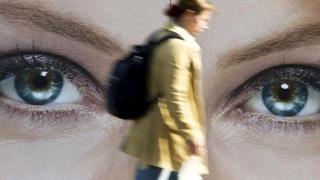 Когда кто-то смотрит на вас