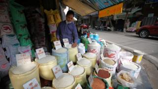 แผงขายข้าวในเวียดนาม