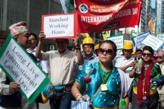 Hong Kong'da birkaç bin kişi protestolar için sokaklarda.