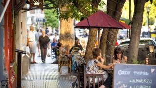 Столица Аргентины известна своей расслабленной атмосферой - несмотря на любые флуктуации курса местной валюты