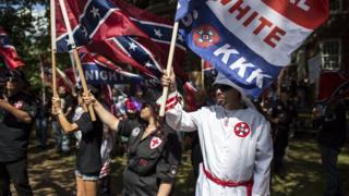 Gösterilerde Ku Klux Klan bayrakları taşınmıştı