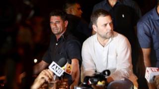 राहुल गांधी का कैंडल मार्च