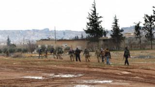 مقاتلون من الجيش الحر المدعومون من الجيش التركي يتقدمون في الضواحي الشمالية باتجاه مدينة الباب