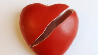 Kırılmış bir seramik kalp