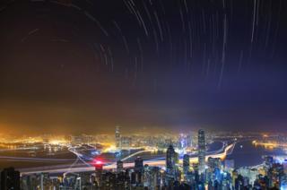 Hong Kong adasının telaşesi ve gökyüzünün sakinliği